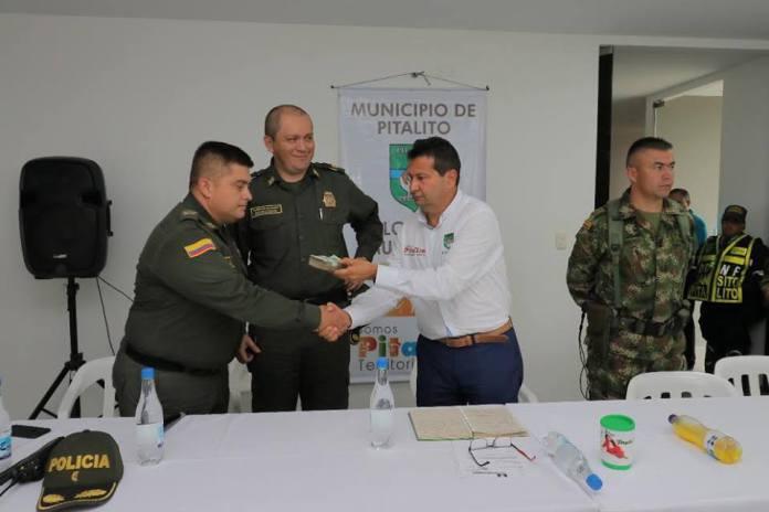 """Entregan recompensa por información que permitió la captura de la banda delictiva """"Los Esquineros"""""""