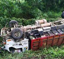 Accidente de tránsito en la vía Neiva – Campoalegre por volcamiento de un camión