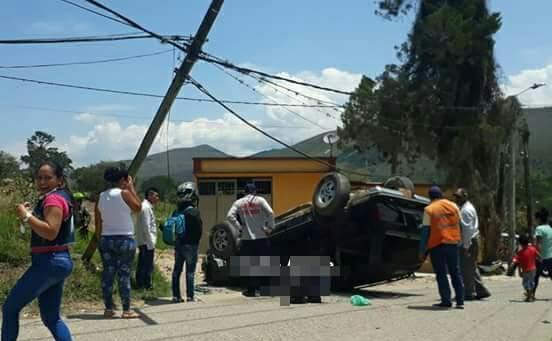 Conductor de automóvil herido tras colisionar contra un poste de la energía en Acevedo
