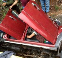Aparatoso accidente en la vía Gigante – Hobo, una camioneta quedó semidestruída