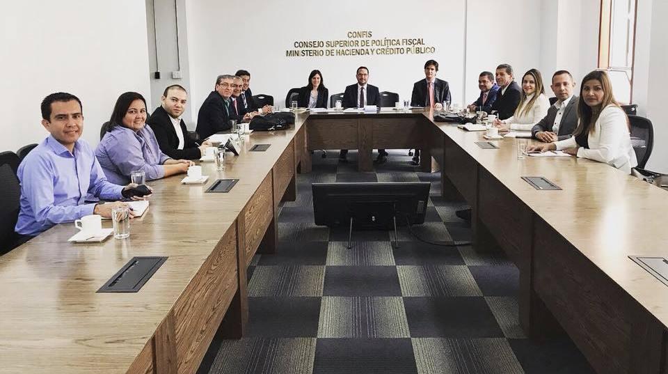 En Bogotá, y con el Ministerio de Hacienda, delegados del Instituto Financiero del Huila participaron en una reunión para analizar las consecuencias de la aplicación del Decreto 1068 de 2015.