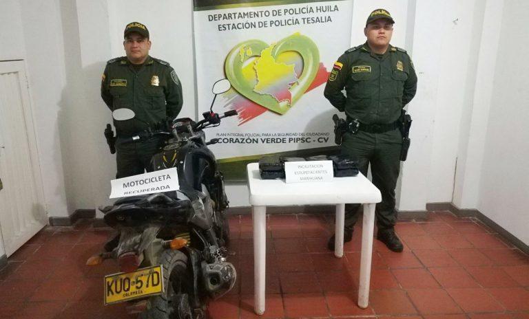 Traficantes llevaban 4 kilos de marihuana en una moto robada