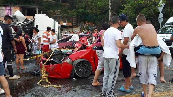 Un muerto y trece heridos dejó accidente en el Boquerón
