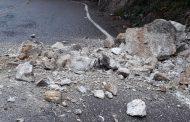 Caída de rocas en sector Pericongo preocupa a los usuarios de la vía