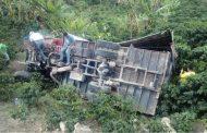 Camión cargado de maíz rodó por una pendiente en la vía a Acevedo
