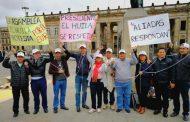 Con obstrucción policial, diputados huilenses protestan en Bogotá