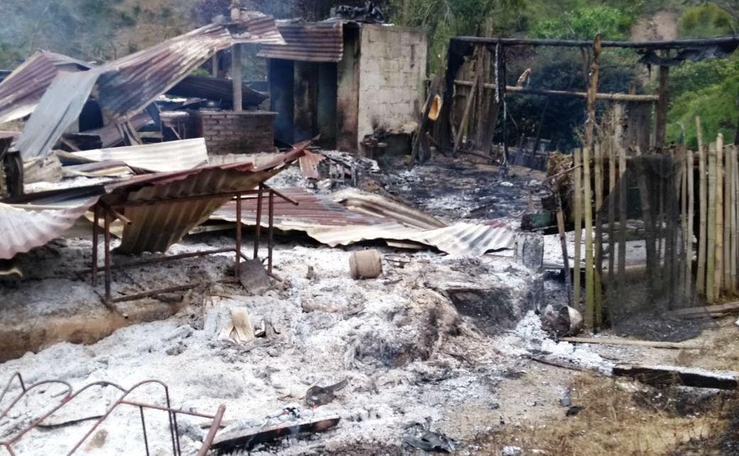 En cenizas, quedó vivienda en vereda de Algeciras tras un voraz incendio