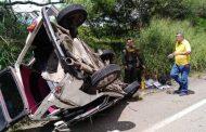 Por esquivar un hueco de la vía, vehículo se accidentó en cercanías a Hobo
