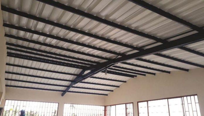 A buen ritmo, avanzan obras de mejoramiento en sedes educativas de Oporapa