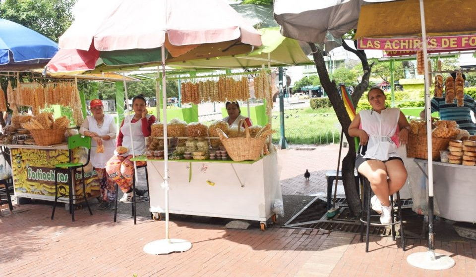 Vendedoras de bizcochos de achira de la Plaza Cívica de Neiva, urgen por su formalización