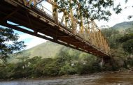 Tras quejas de la comunidad, consorcio vial realiza mantenimiento al puente de Oritogüaz