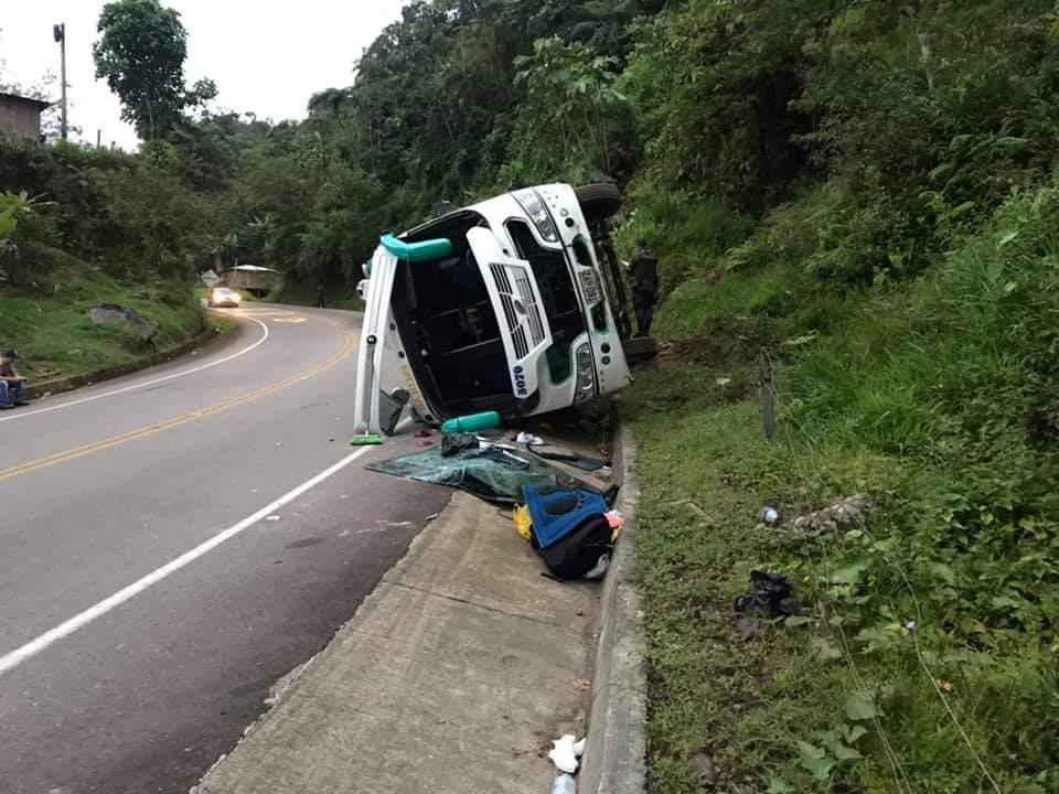Cuatro heridos en accidente de tránsito en la vía Suaza-Florencia