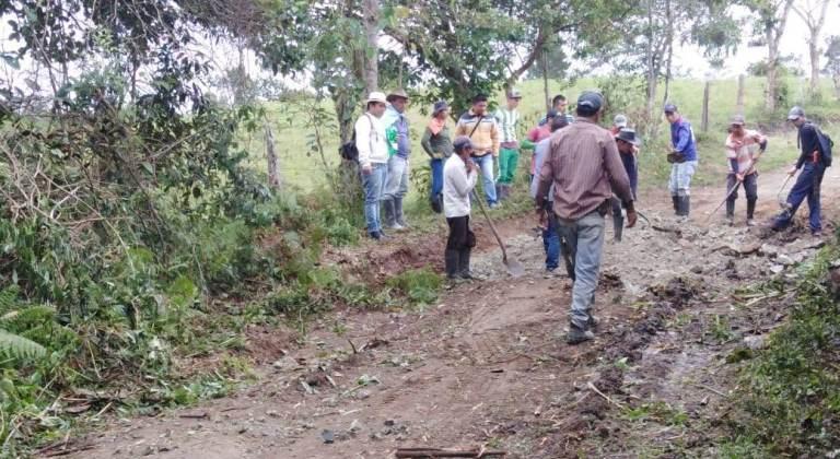 Alcaldía de San Agustín lidera mingatón para reparación vial terciaria