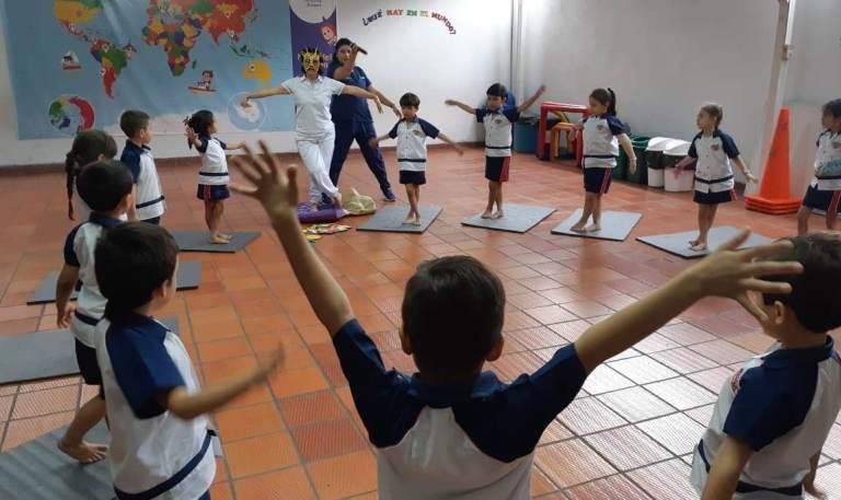 Implementan sesiones de yoga en sedes educativas de Neiva