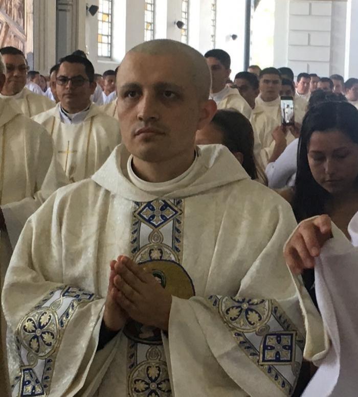 Falleció hoy recién ordenado sacerdote de Saladoblanco Diego Omar Peña Navia.